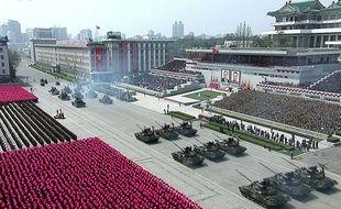 Des milliers de soldats défilent à l'occasion d'un défilé militaire géant en Corée du nord, samedi 15 avril 2017.