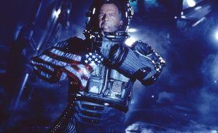 Bruce Willis à la surface d'un astéroïde qui menace la Terre dans