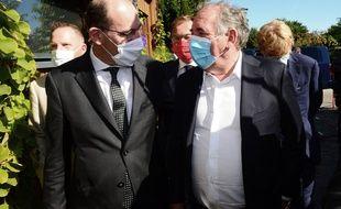 Le Premier ministre Jean Castex en pleine discussion avec François Bayrou, président du Modem, le 8 septembre 2020.