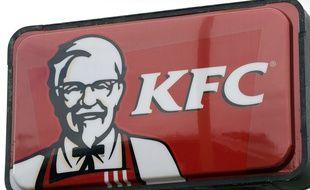 Enseigne de la chaîne de restauration rapide américaine, KFC.