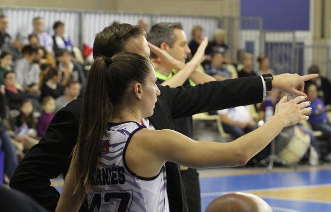 Romane Berniès (BLMA) écoute les conseils de son coach Thibaut Petit
