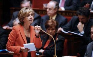 """La ministre du Budget Valérie Pécresse a déclaré lundi soir à l'AFP que """"l'urgence"""" était d'apporter une """"réponse européenne crédible et d'ensemble"""" pour faire face à la menace de dégradation des notes accordées par Standard and Poor's à 15 pays de la zone euro, dont la France."""