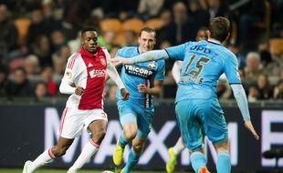 Queensy Menig sous le maillot de l'Ajax.