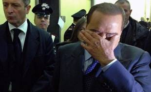 La Cour d'appel de Milan a confirmé mercredi une peine d'un an de prison pour fraude fiscale contre Silvio Berlusconi dans le procès Mediaset et une interdiction d'exercer toute fonction publique pendant cinq ans.