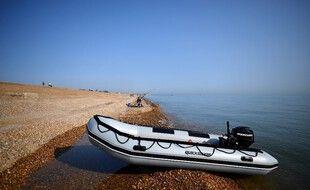 Un bateau pneumatique utilisé par des migrants dans la Manche en septembre 2020.