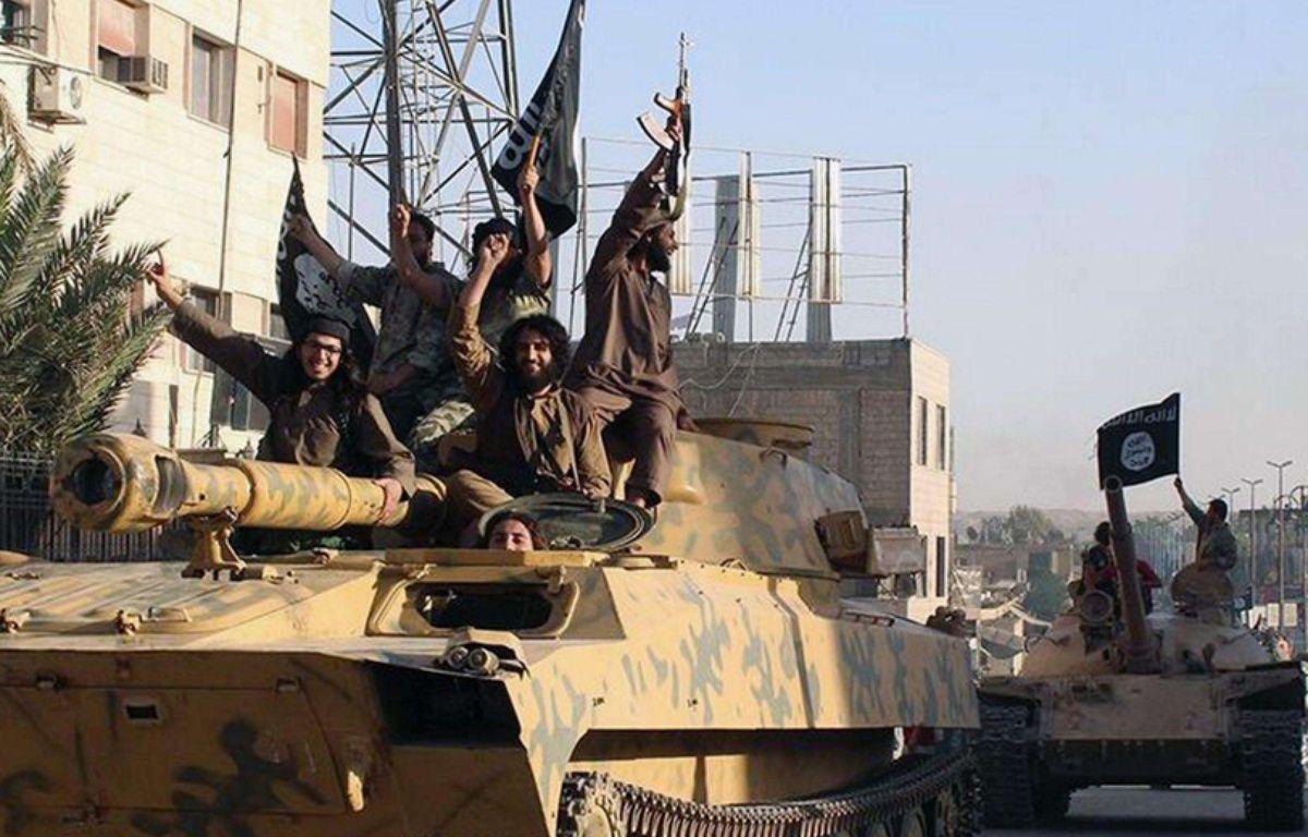 Raqqa (Syrie). Photo non datée de combattants de Daesh paradant dans les rues de Raqqa. – Uncredited/AP/SIPA