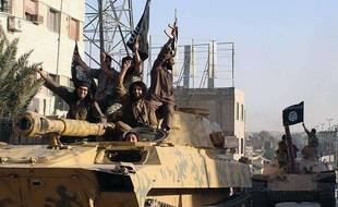 Raqqa (Syrie). Photo non datée de combattants de Daesh paradant dans les rues de Raqqa.