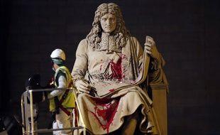 Le 23 juin 2020, la statue de Jean-Baptiste Colbert (1619-1683), ciblé pour son rôle dans la pratique de l'esclavage, a été recouverte de peinture rouge devant l'Assemblée nationale, à Paris.