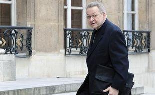 L'archevêque de Paris, Monseigneur André Vingt-Trois, arrive au palais  de l'Elysée pour un entretien avec le Président Nicolas Sarkozy, le 22  mai 2008 à Paris.