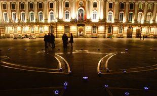Lors de tests d'éclairage sur la place du Capitole, à Toulouse.