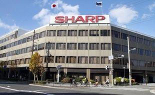 Le groupe d'électronique japonais Sharp a annoncé mardi la conclusion d'un accord prévoyant un apport de fonds de la part du groupe américain Qualcomm, adossé à un partenariat technique avec une filiale de ce dernier dans le domaine des écrans pour mobiles.