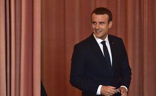 Le président Emmanuel Macron a voté au Touquet dimanche 18 juin tôt.