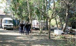 Les gendarmes ont passé quatre heures dans le camp où il était interdit de pénétrer.