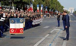 Le président Macron face au 1er régiment d'infanterie de la garde républicaine en 2018