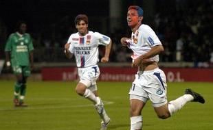 L'attaquant brésilien Fred avait notamment inscrit un superbe but lors du 4-0 synonyme de titre et de teinture rouge et bleu pour l'OL dans le derby.
