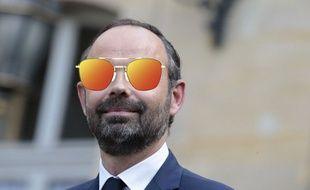 Edouard Philippe va troquer ses lunettes de vue pour celles de soleil.