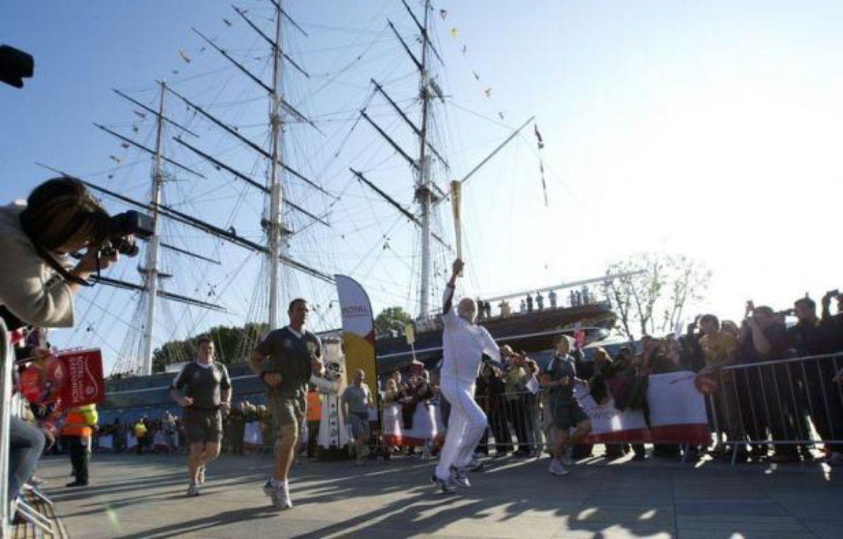 Londres était à la fête samedi, avec le début du périple de 7 jours de la flamme olympique dans les 33 arrondissements de la capitale, sous le soleil et avec un festival de musique gratuit le long de la Tamise, après des semaines de pluie et de récriminations. – Miguel Medina afp.com
