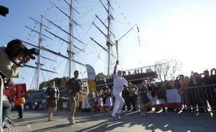 Londres était à la fête samedi, avec le début du périple de 7 jours de la flamme olympique dans les 33 arrondissements de la capitale, sous le soleil et avec un festival de musique gratuit le long de la Tamise, après des semaines de pluie et de récriminations.