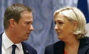 Nicolas Dupont-Aignan et Marine Le Pen, le 29 avril 2017  à Paris.