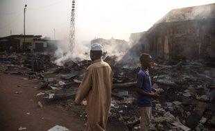 Les ruines fumantes du marché de Koudoukou dans le district PK5 à Bangui le 26 décembre 2019.