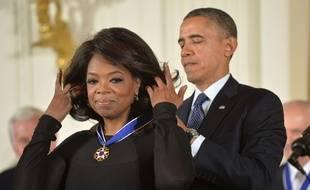 Oprah Winfrey, le 20 novembre 2013, décorée de la médaille présidentielle de la liberté par Barack Obama.