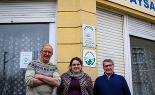 Xavier Bonvoisin, Amandine Huyghe et Marc Westrelin, devant les locaux hazebrouckois de l'association Arcade.