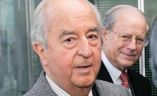 L'ancien Premier ministre Edouard Balladur (G) et le trésorier de sa campagne présidentielle de 1995, René Galy-Dejean (D).