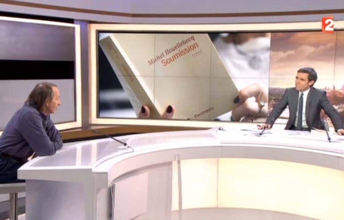 Michel Houellebecq face à David Pujadas le 6 janvier 2015 sur France 2 – France 2