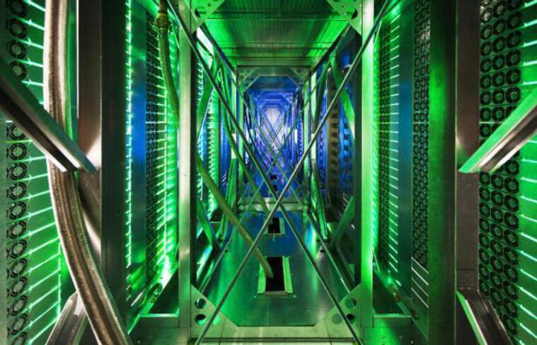 Le système de refroidissement des serveurs à l'intérieur d'un data center de Google.