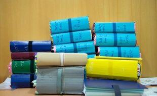 Une partie du dossier du procès d'une dizaine de personnes pour trafic de drogue sur fond de règlements de comptes entre clans, au tribunal correctionnel de Marseille le 19 févirer 2014