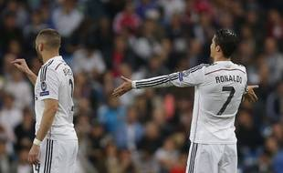 Ronaldo et Benzema se plaignent de leur défense, lors de la folle défaite du Real Madrid contre Schalke (3-4) le 10 mars 2015 en 8e de finale retour de Ligue des champions.