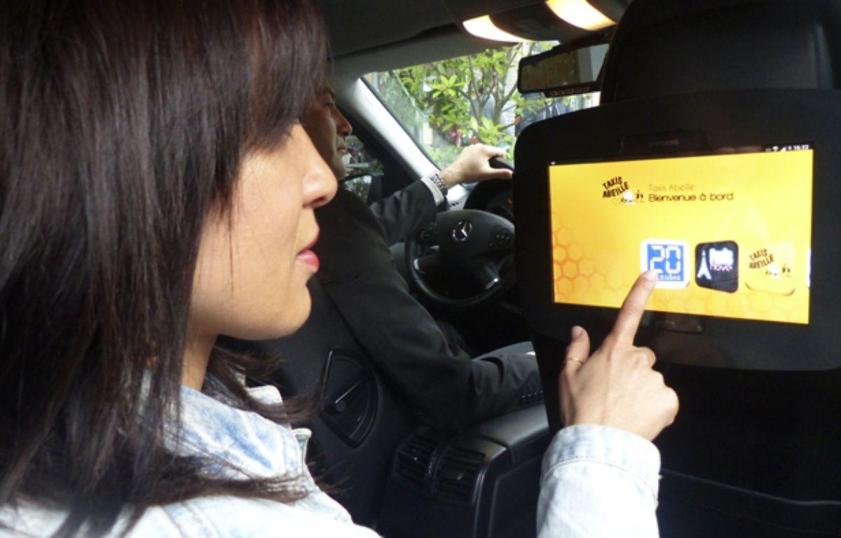 L'écran multimédia devrait être équipé dans 500 taxis parisiens dans moins de trois ans. – Sélèna Jeusset