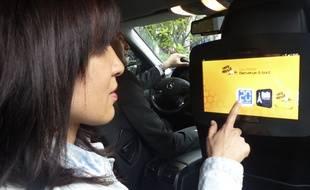 L'écran multimédia devrait être équipé dans 500 taxis parisiens dans moins de trois ans.