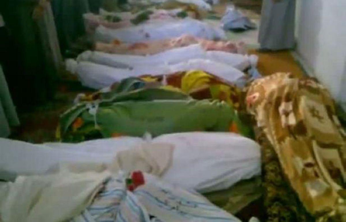 Des centaines de soldats ont pris d'assaut samedi une localité du sud de la Syrie, tandis que les observateurs de l'ONU se rendaient à Treimsa (centre) pour enquêter sur les circonstances de la mort de plus de 150 personnes jeudi. –  afp.com