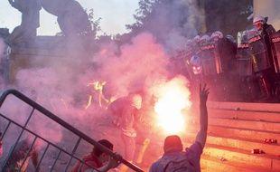 De nouvelles violentes manifestations ont éclaté à Belgrade, le 8 juillet 2020.
