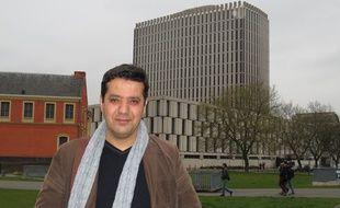Le professeur de philosophie, Soufiane Zitouni, attaqué par son ancien établissement, le lycée Averroès de Lille.