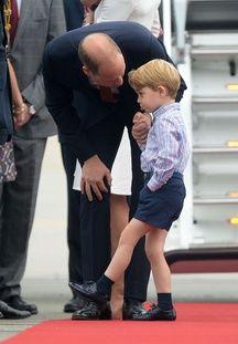 William recadre George sur le tarmac