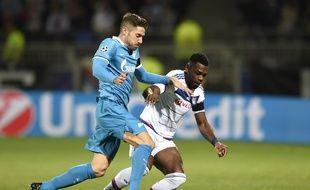 Ici à la lutte avec Javi Garcia, Henri Bedimo a été l'un des meilleurs Lyonnais mercredi, pendant comme après le match.