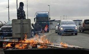 Des routiers bloquent un accès à Nantes, le 27 janvier 2015