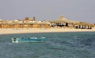 Des Bédouins ont enlevés vendredi deux touristes américains et leur guide égyptien dans la péninsule du Sinaï et annoncé qu'ils seraient libérés en l'échange d'un Bédouin emprisonné, ont indiqué des responsables de la police.