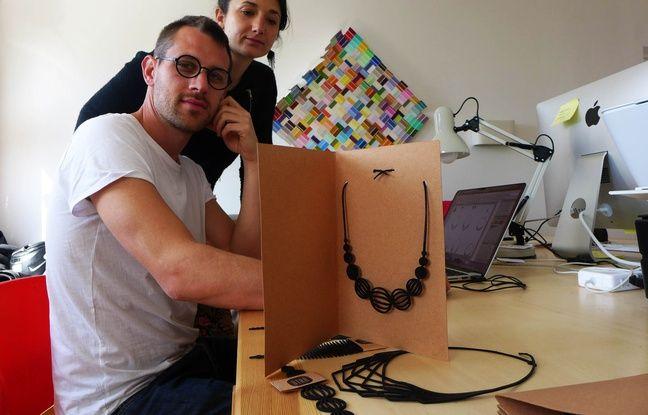 Guillaume et Julie ont eu l'idée de créer des bijoux en chambres à air en chevauchant leurs vélos.