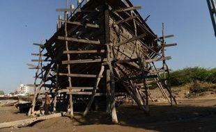 Dans le port de Mandvi, dans l'ouest de l'Inde, Shailesh Madiyar scrute désespérément le chantier naval, autrefois rempli de carcasses de bateaux en construction. Aujourd'hui plus rien n'accroche son regard.