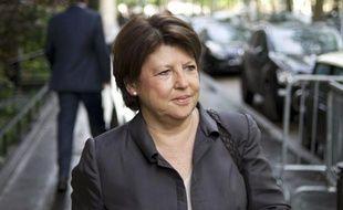Le PS présentera une candidate aux législatives face à François Bayrou, contre l'avis d'une partie de ses dirigeants favorables à un geste à l'adresse du leader centriste qui a voté Hollande au second tour de la présidentielle, laissant l'aile gauche du MoDem dans l'expectative.