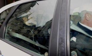 Maurice Agnelet quitte le 7 avril 2014 le tribunal de Rennes entre deux policiers