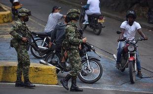 Des militaires colombiens dans les rues de Cali, le 29 mai 2021.