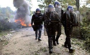 """Europe-Ecologie-Les Verts (EELV) a déclaré mardi que """"la violence doit cesser"""" à Notre-Dame-des-Landes (Loire-Atlantique) où les forces de l'ordre ont lancé depuis le matin une nouvelle opération d'évacuation des opposants à l'aéroport Grand Ouest."""