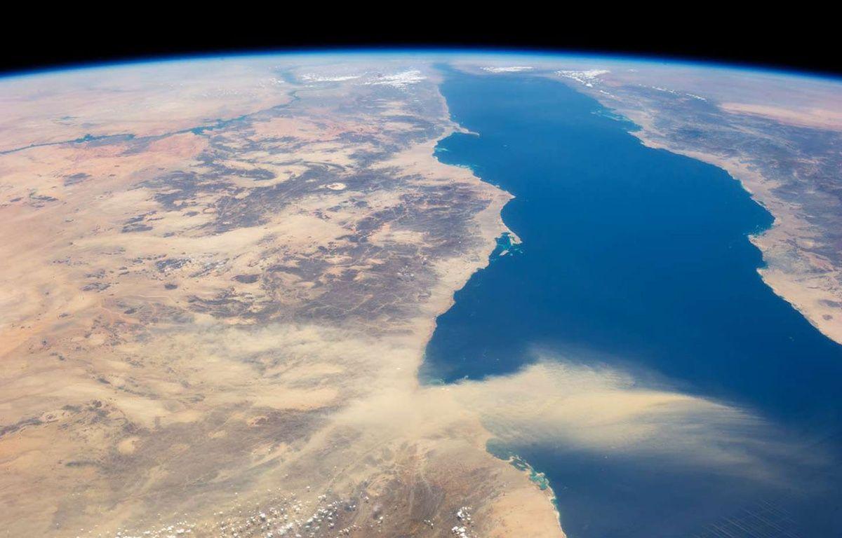 Un nuage de poussières sahariennes survole la mer Rouge. – NASA/Sipa USA