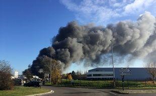 Les fumées empêchent les trafic des avions.