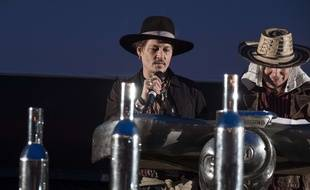 Johnny Depp mène sa famille à la ruine, selon ses managers