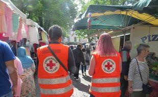 Les bénévoles de la Croix Rouge sur le marché mardi.